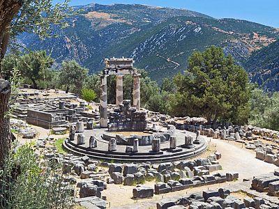 Храм Афины Пронэи – самое первое святилище Дельфийского Оракула.