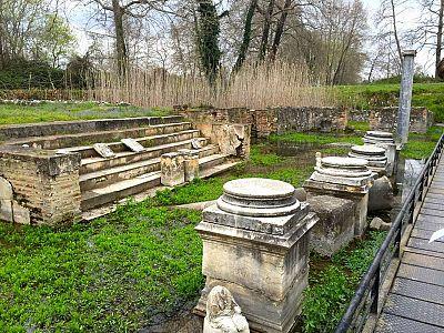Святилище Исиды в парке Дион