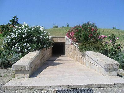 Вход в музей Вергины