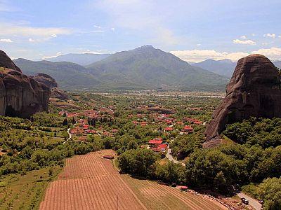 Вид на деревню Кастраки из монастыря