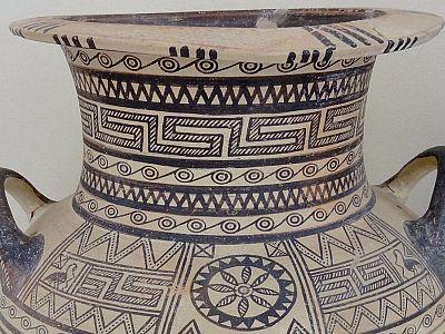 Кувшин из археологического музея Фиры_