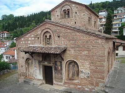 Церковь святых Бессребренников XII века, единственный храм в Касторье с мраморным декором.