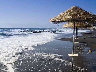 Море, солнце и вулканический песок