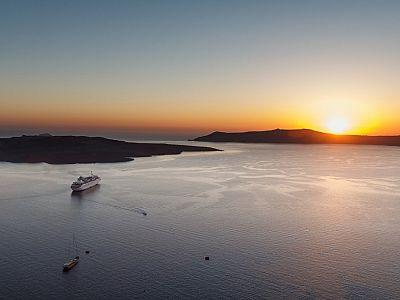 Вид на Кальдеру со стороны Санторини