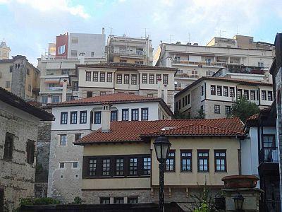 Традиционная Македонская архитектура 18-19 веков гармонично сочетается здесь с современностью.