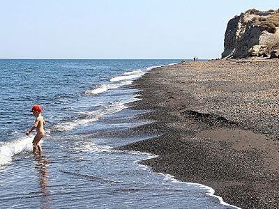 Этот пляж в Санторини любят дети