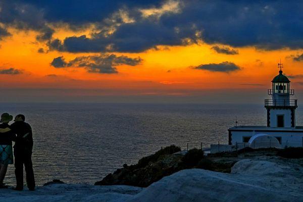 Самые впечатляющие закаты на Санторини
